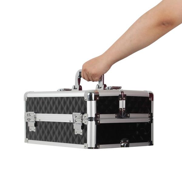 四合一化妆箱 菱形钻石纹路 带4个轮子 铝制边框 黑色